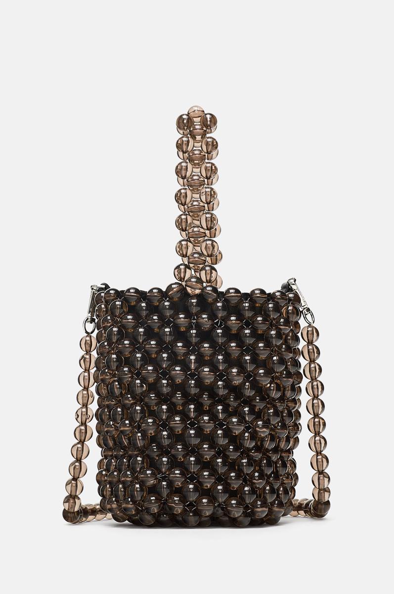 c2f776b6f Bolso bolitas | Qué comprar en Zara: 15 prendas tendencia para...