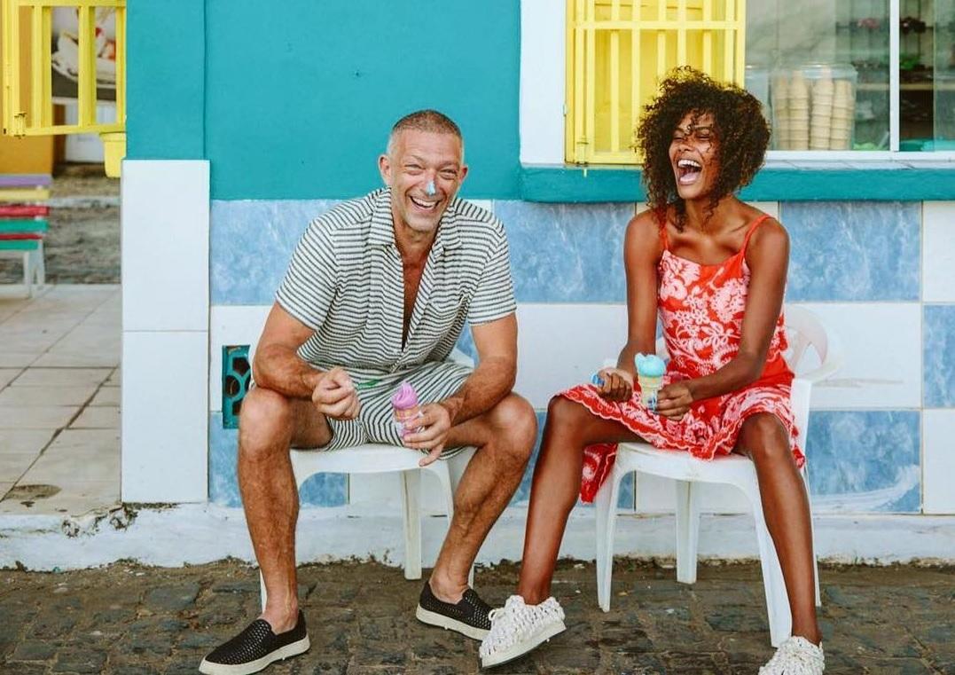 El actor Vincent Cassel y la modelo Tina Kunakey se casaban en el sur...