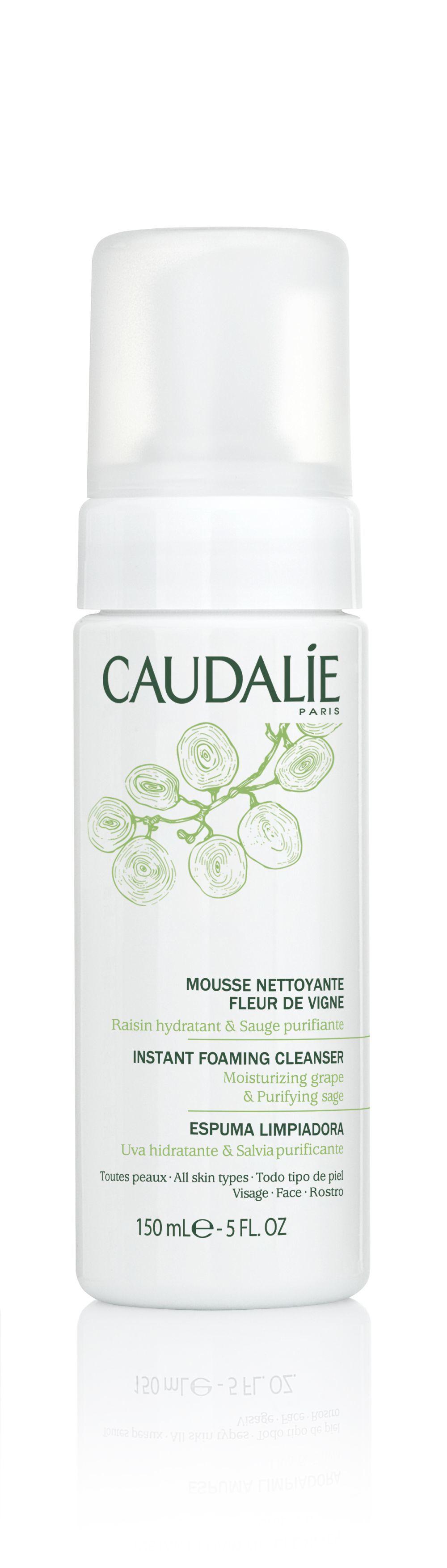 Esta espuma ligera de Caudalie (15,50 euros) no lleva jabón y limpia...
