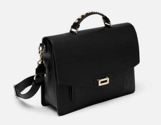 Bolso de mano grande, de Zara (29,95 euros).