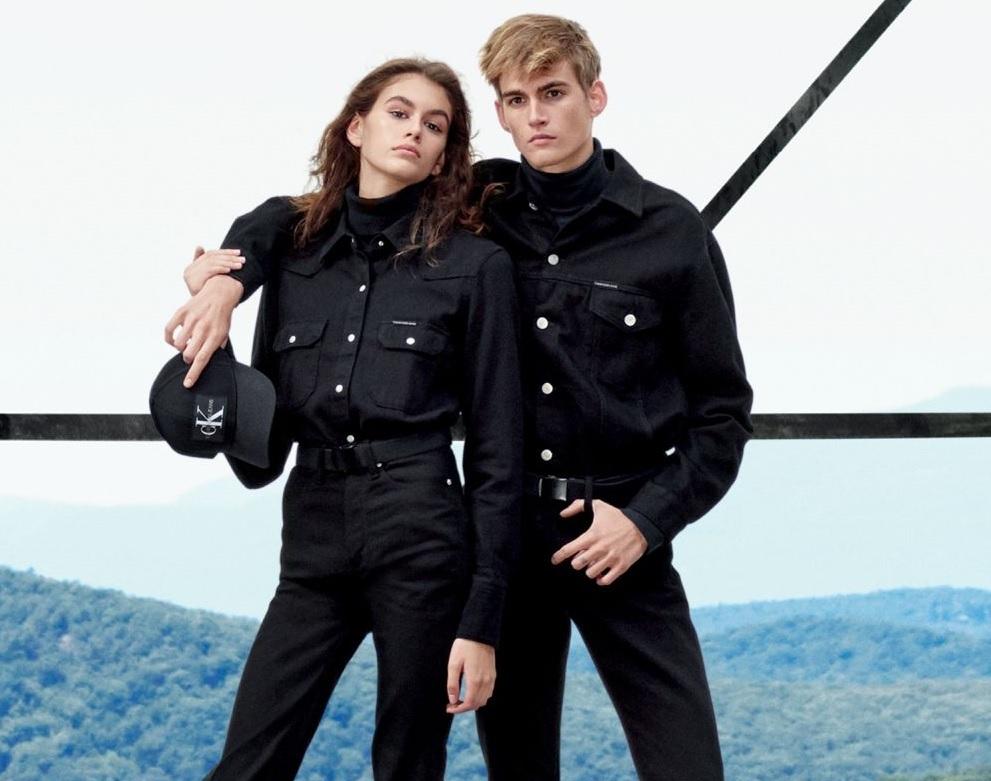 Kaia y Presley Gerber protagonizan la nueva campaña de Calvin Klein...