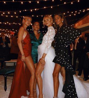 Chiara Capitani, Romy Blanga y Gilda Ambrosio junto a la novia.