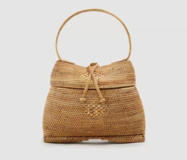 Bolso de bambú, de Mango (79,99 euros).