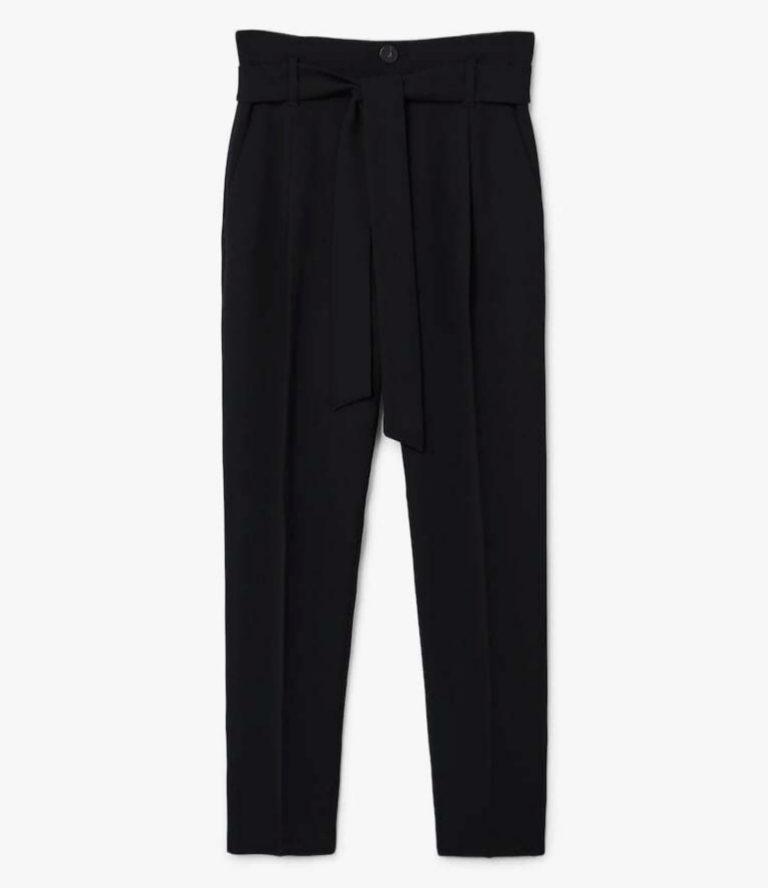 Pantalón de sastre negro, de Mango (29,99 euros).