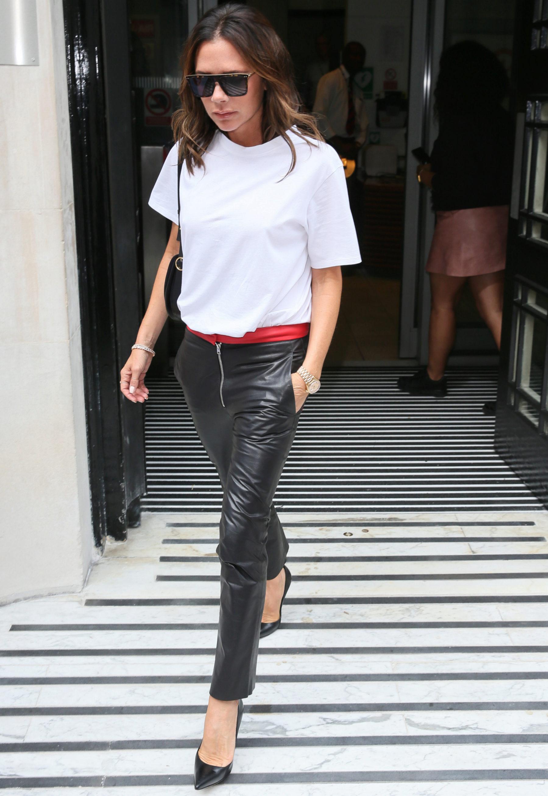 Victoria Beckham consigue el look rockero perfecto para el...