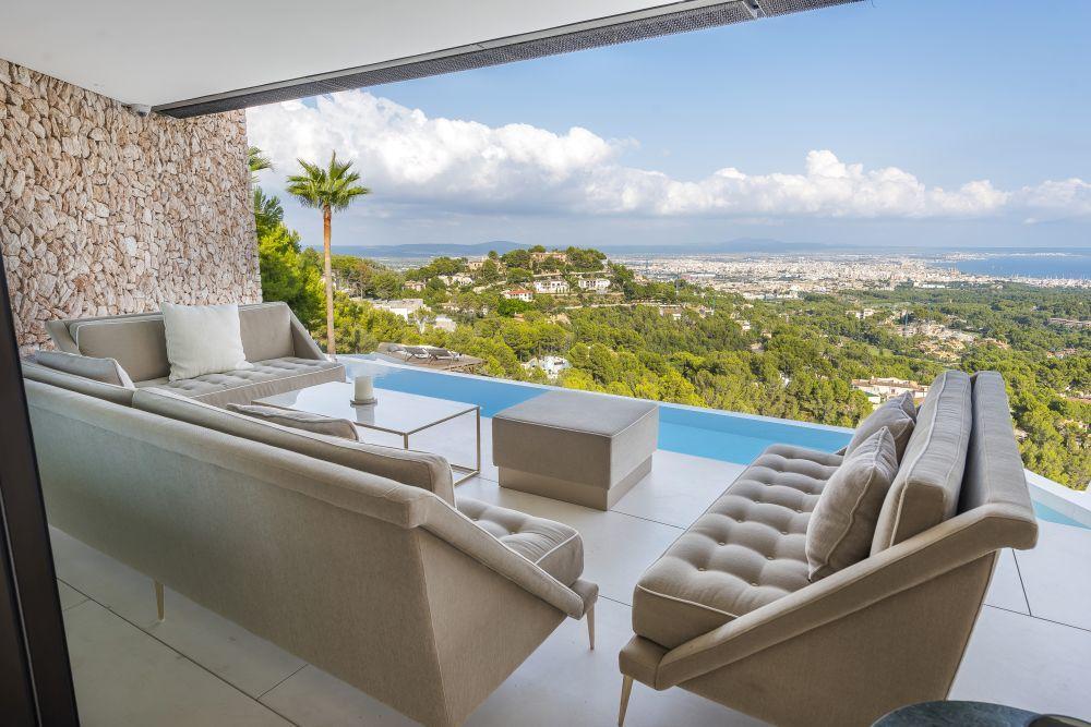 La casa dispone de dos piscinas y unas impresionantes vistas a la...