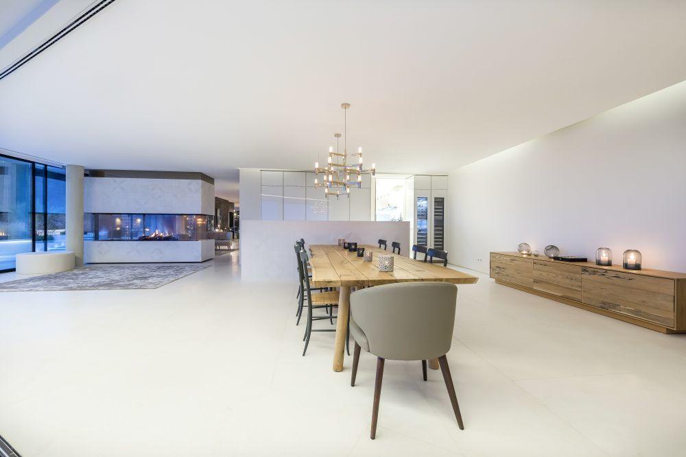 Los muebles, hechos a medida, son otro de los lujos de esta...