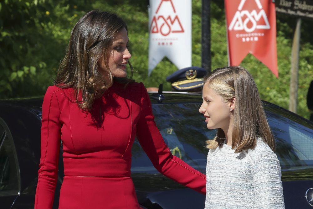 La Reina junto a Leonor.