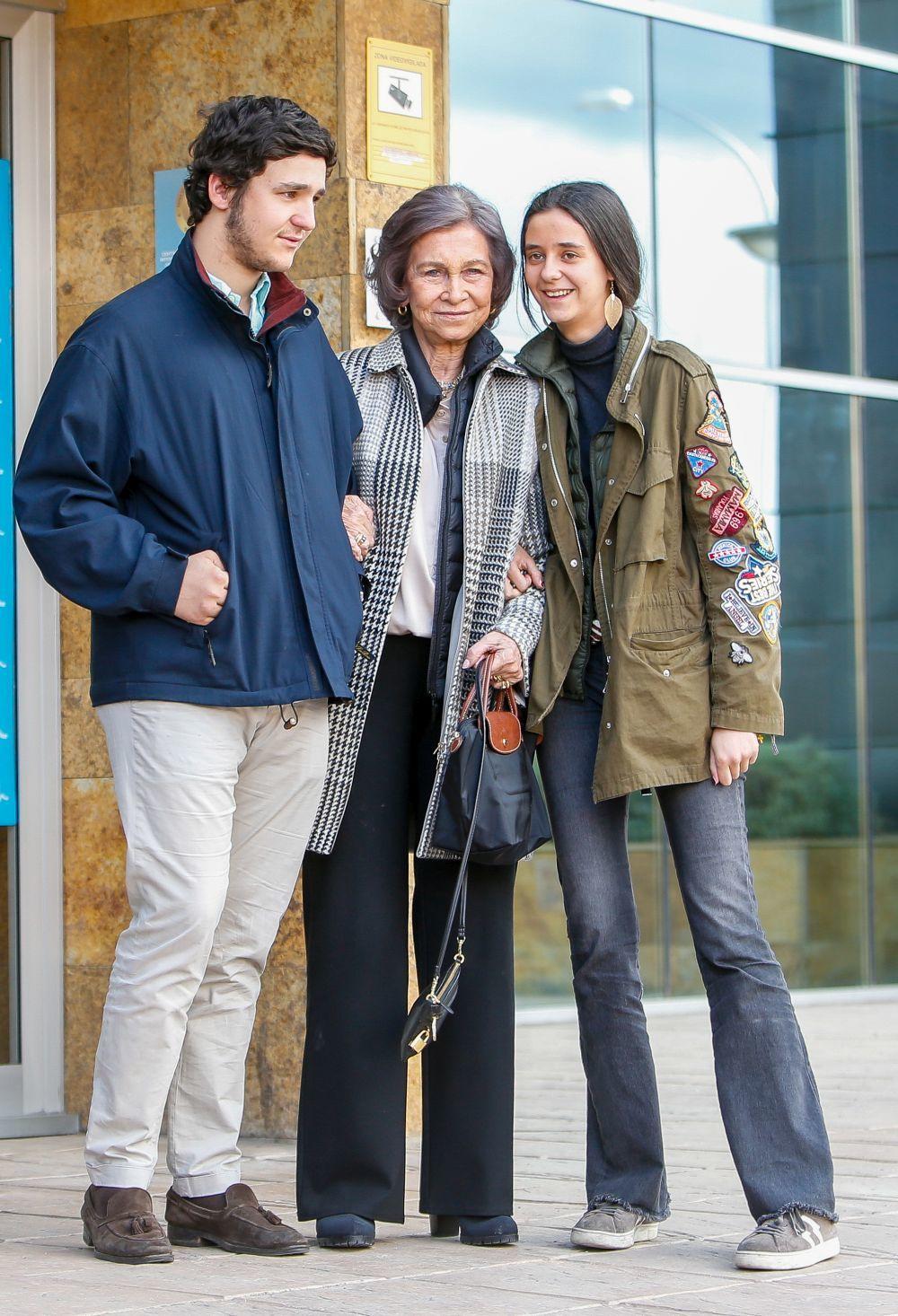 Victoria Federica con su abuela y su hermano.