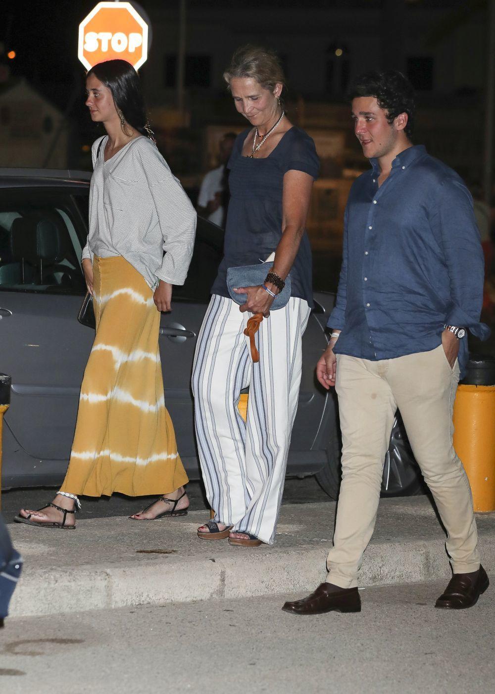 Victoria Federica durante sus vacaciones en palma, con falda de...