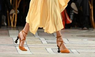 533e00c9db Zapatos de tacón joya que suman puntos a tu look de invitada