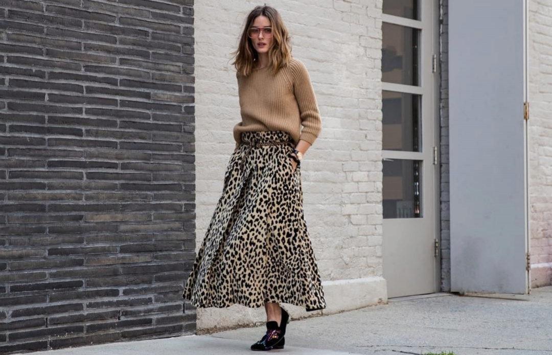 Olivia Palermo paseando durante la Semana de la Moda de Nueva York d82756565a60