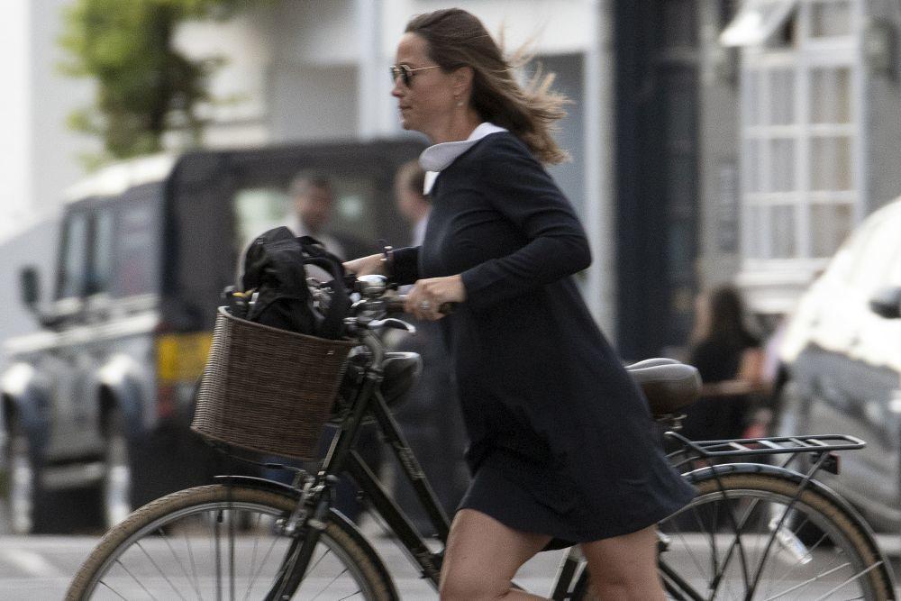 La hermana de Kate Middleton no renuncia a montar en bici pese a estar...