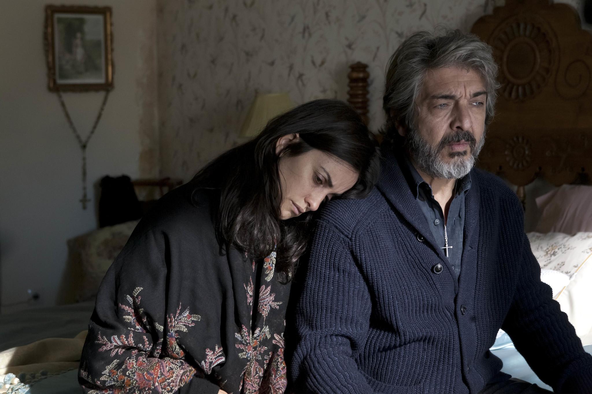 """Penélope Cruz y Ricardo Darín en un fotograma de """"Todos lo saben""""."""
