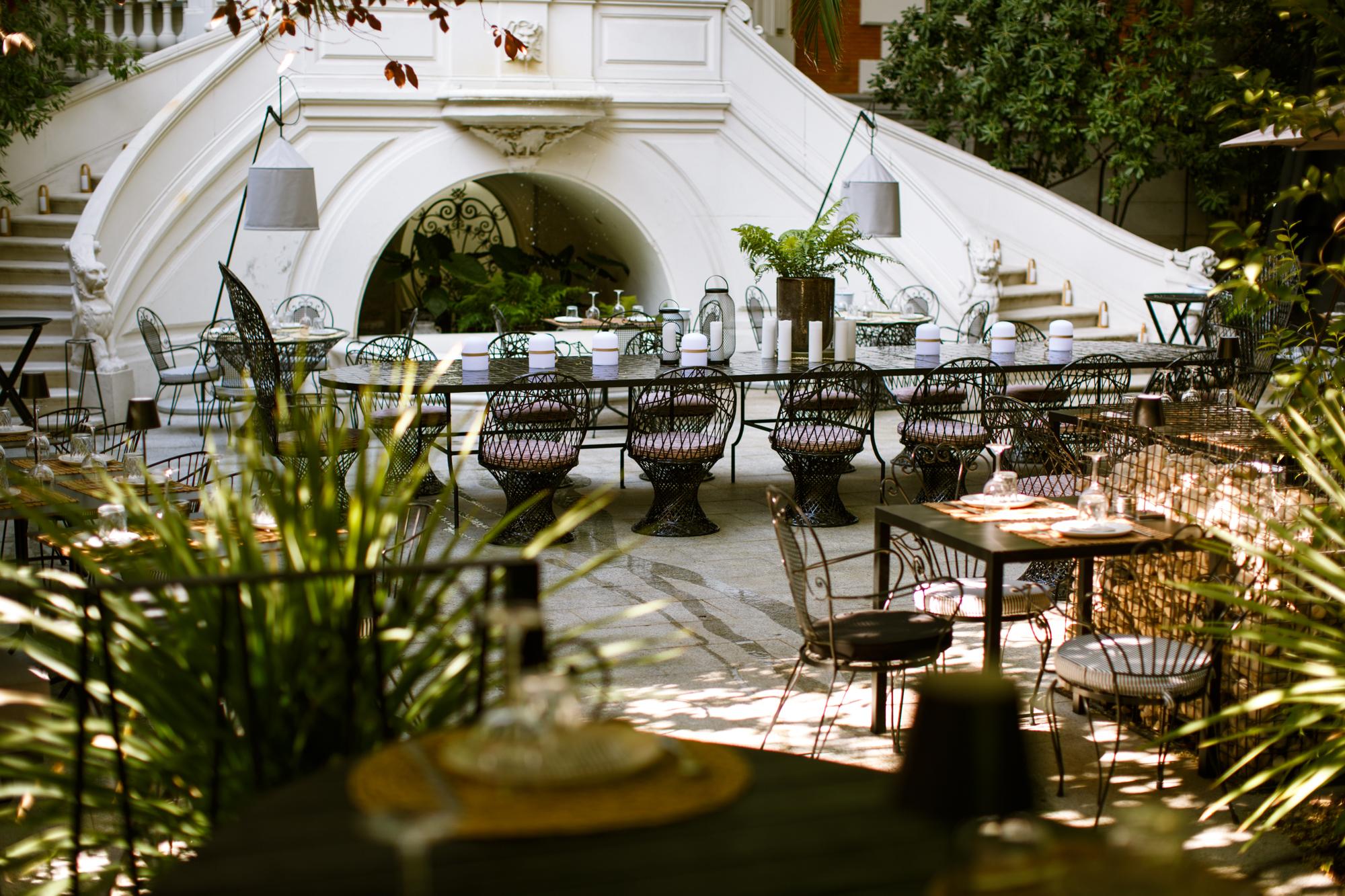 Terraza del restaurante Raimunda.