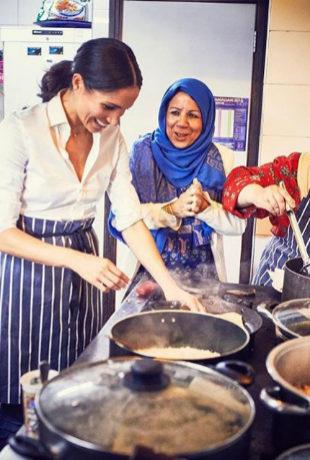 La duquesa de Sussex con las mujeres de la cocina comunitaria Hubb.