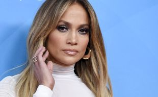 La actriz y cantante Jennifer Lopez ha vuelto a incendiar las redes...