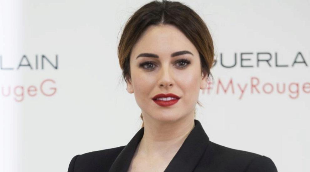 La actriz Blanca Suárez se rinde a un labial rojo...