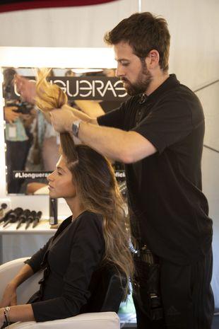 Marta Oria en plena sesión de peluquería mientras los expertos de...