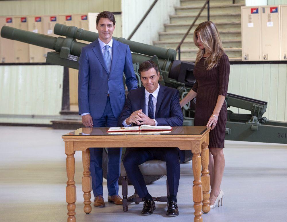 Begoña Gómez junto a su marido y Justin Trudeau.