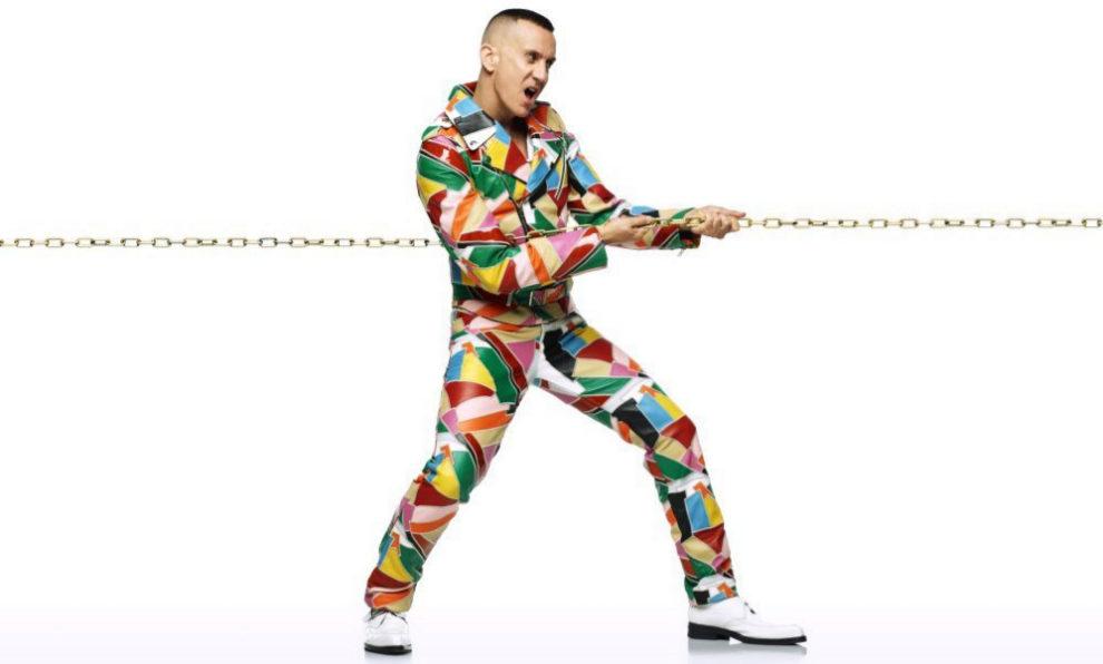 Jeremy Scott, en la imagen de campaña de Cîroc x Moschino.