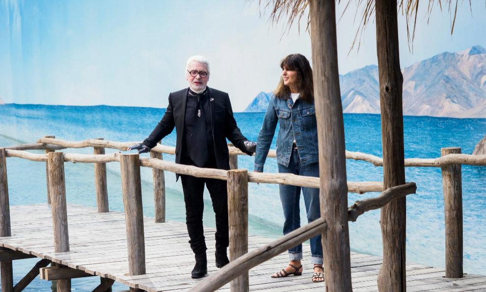 Virginie Viard de la mano de Karl Lagerfeld.