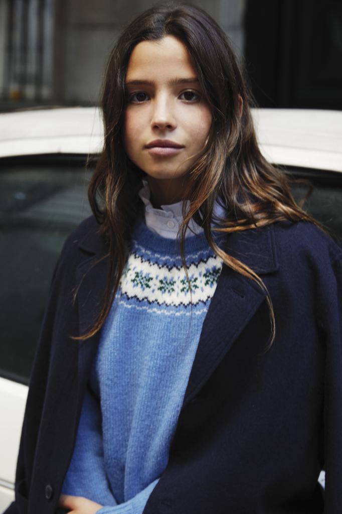 María con blazer de lana cocida, Loreak, jersey azul con greca,...