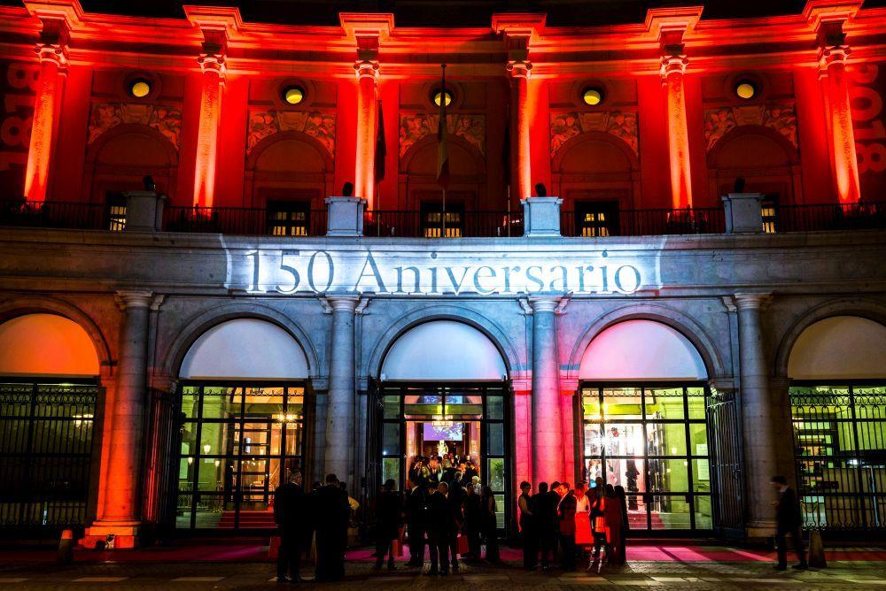 Teatro Real de Madrid vestido de gala para celebrar el 150 aniversario...