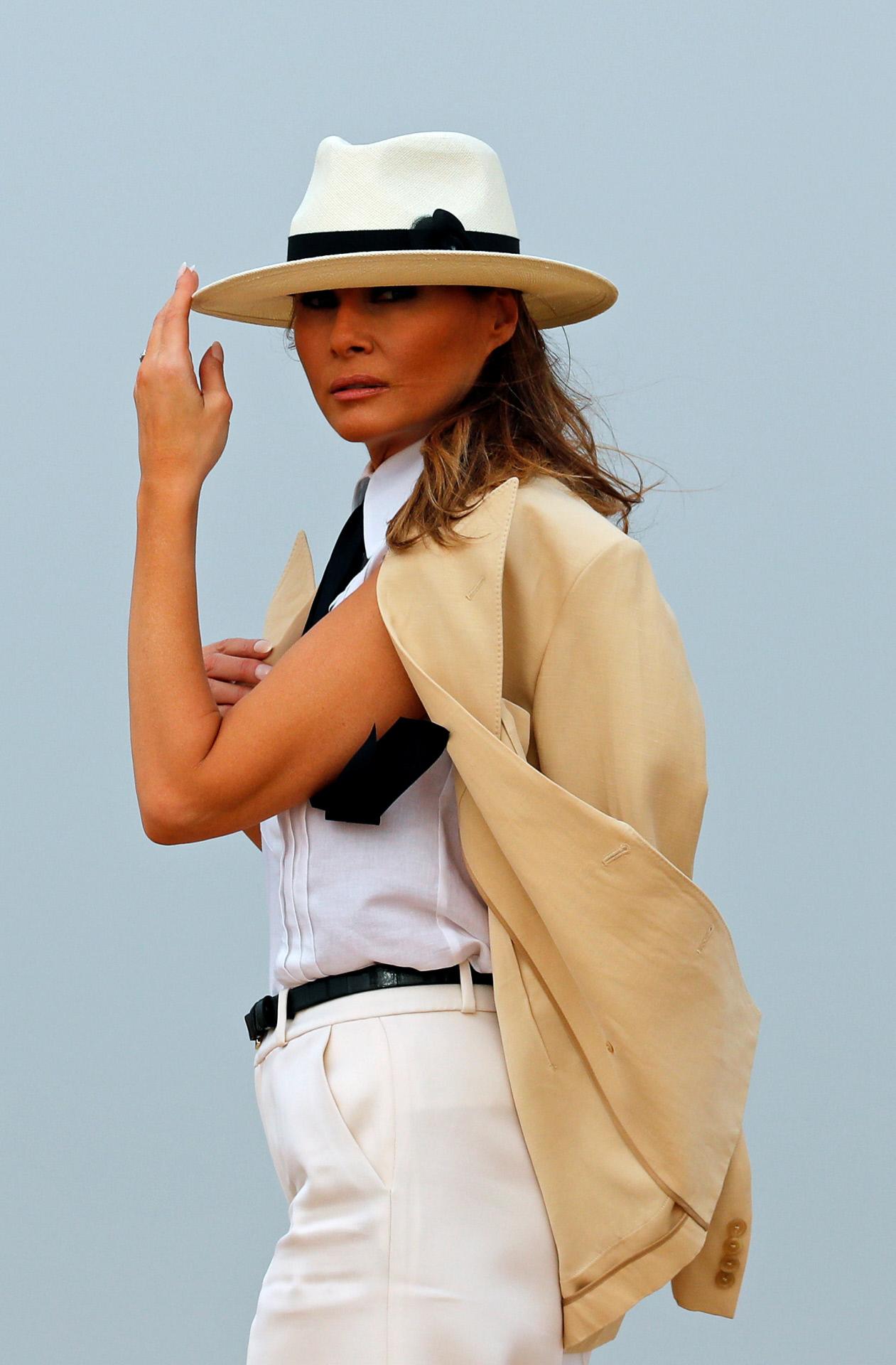 Con un estilo muy masculino pudimos ver a Melania Trump en Egipto.