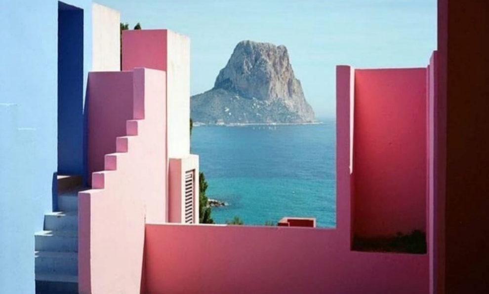 La Muralla Roja de Calpe es uno de los lugares más instagrameables...