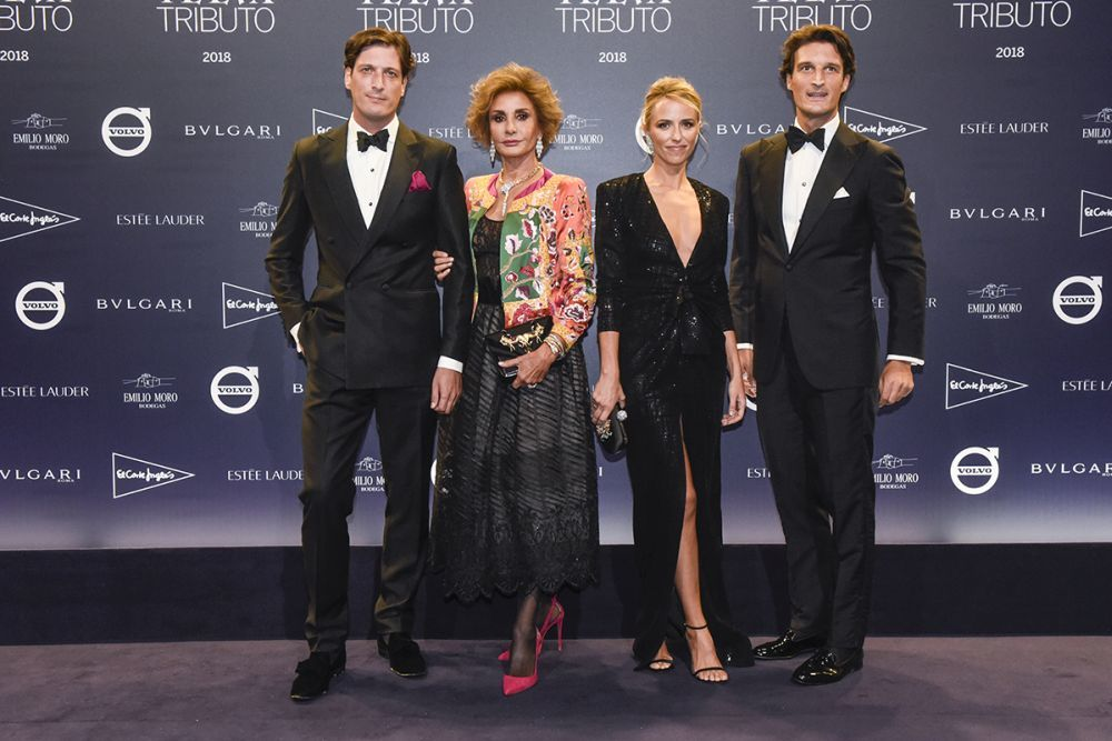 Naty Abascal junto a sus hijos, Rafa y Luis Medina, y Laura Vecino.