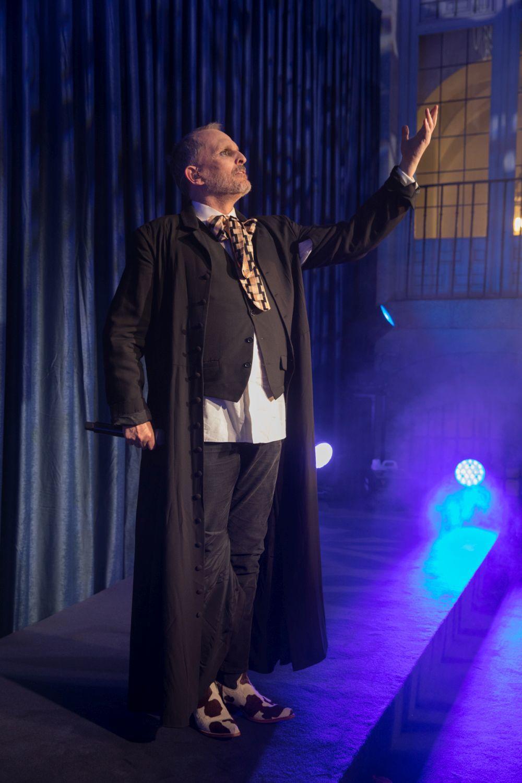 Miguel Bosé en el escenario de los TELVA Tributo 2018. Una...