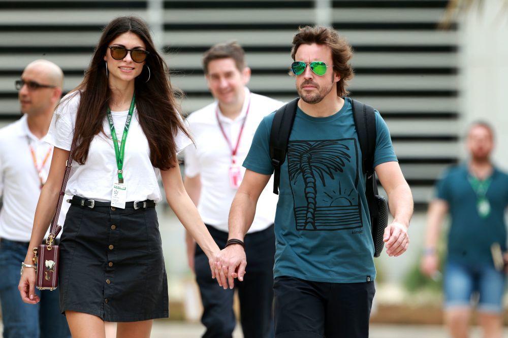 Fernando Alonso con su novia, la modelo Linda Morselli