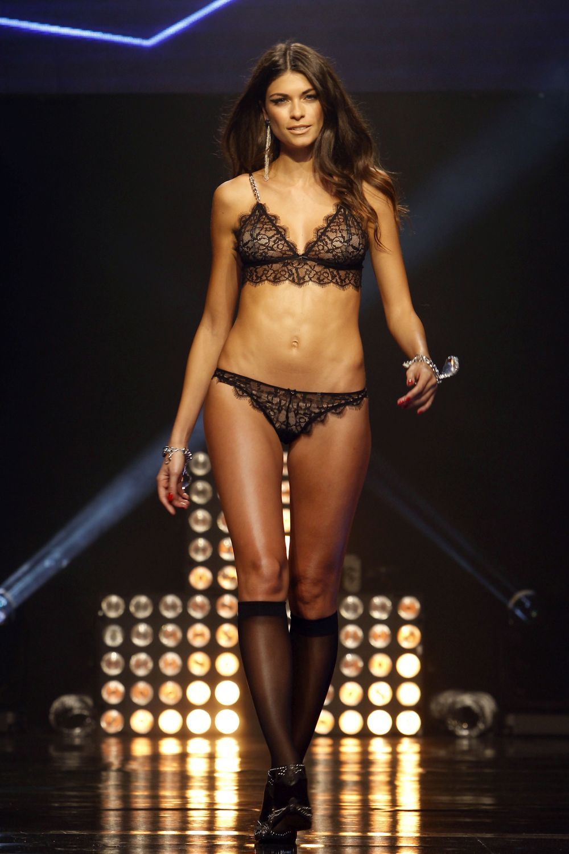 La modelo en el desfile de Woman Secret, donde presumió de una figura...