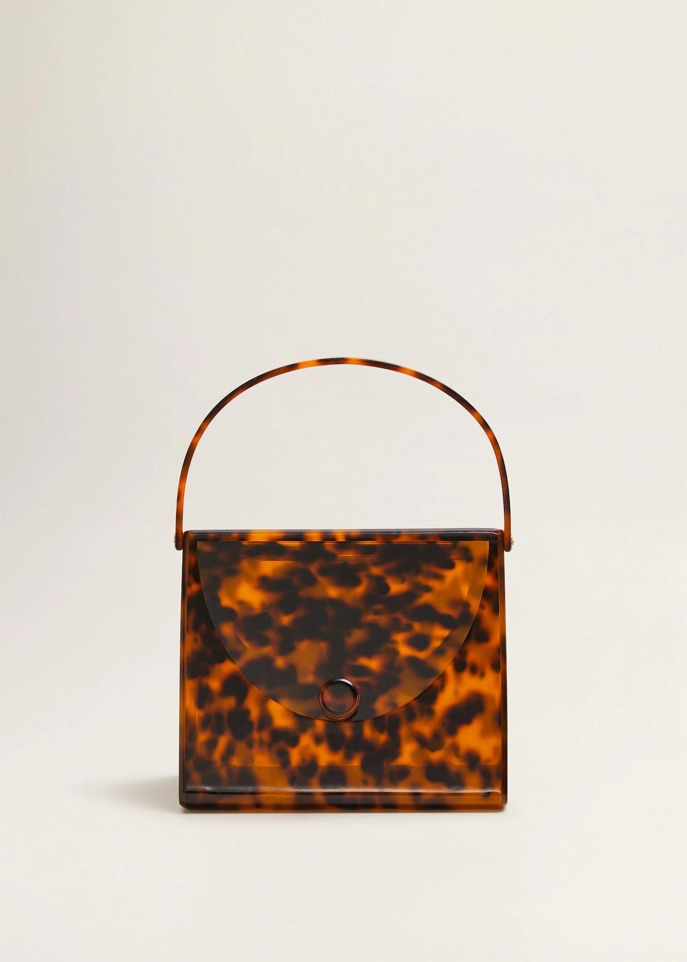 Bolso de metacrilato animal <em>print</em>, de Mango (79,99 euros).