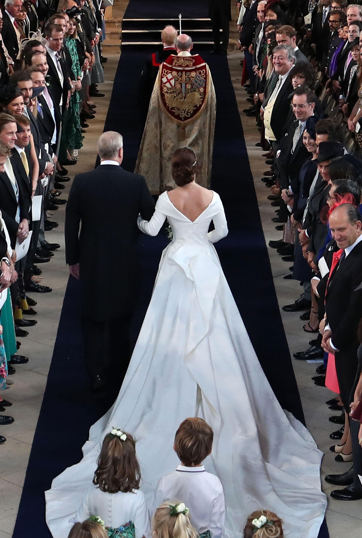 La novia, entrando en la capilla.
