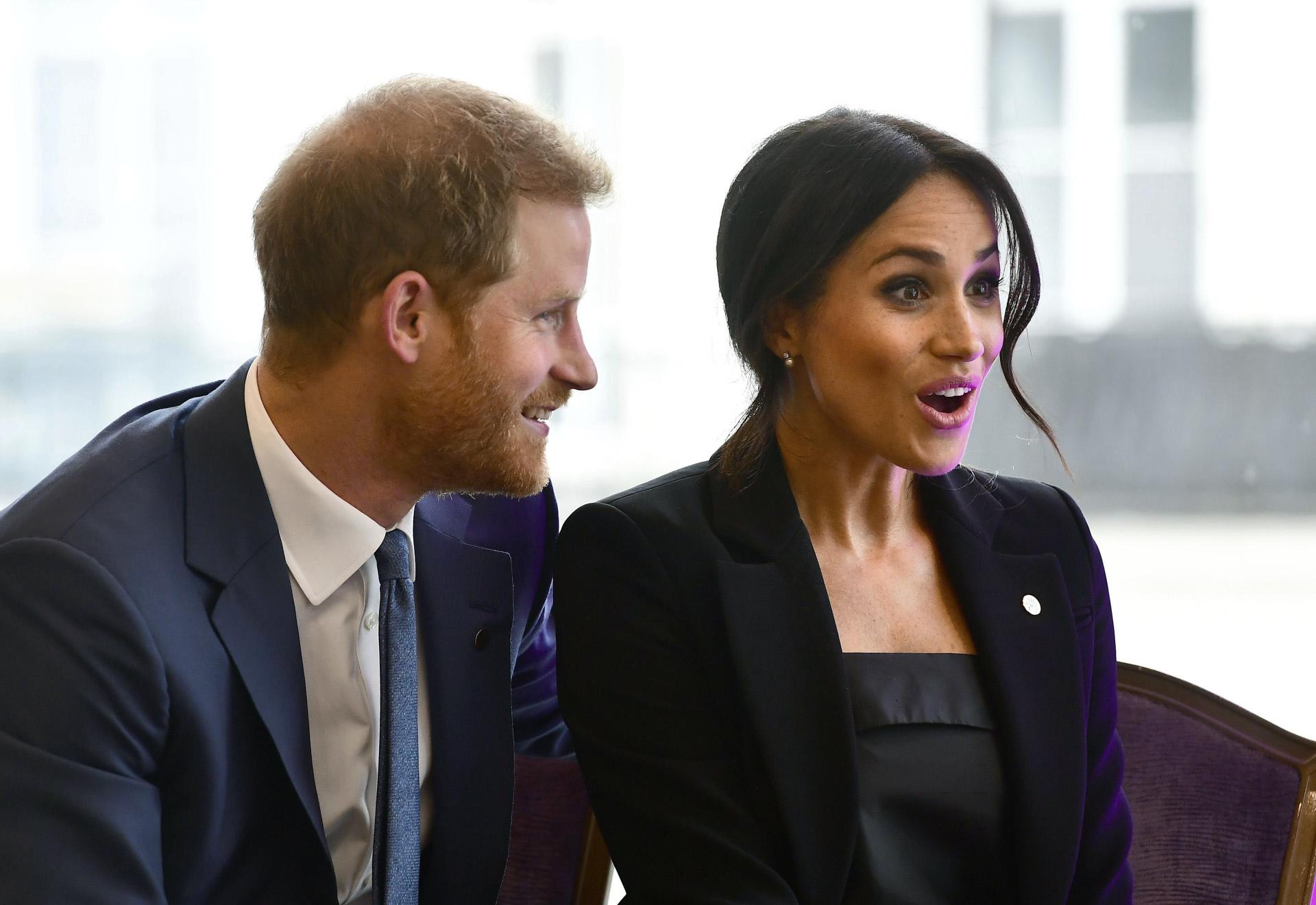 El príncipe Harry y Meghan Markle esperan su primer hijo para la...