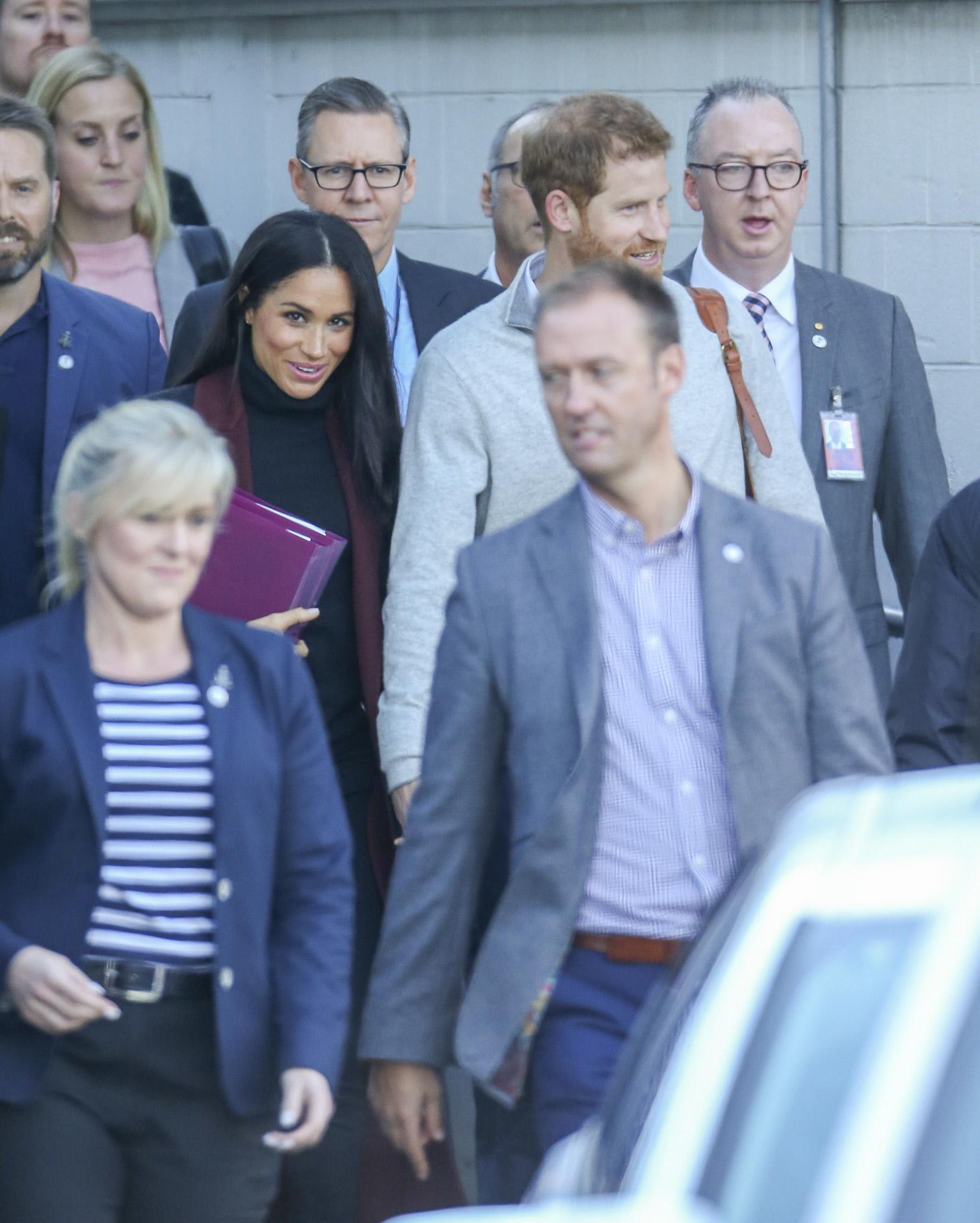 Meghan Markle y el príncipe Harry a su llegada al aeropuerto de...