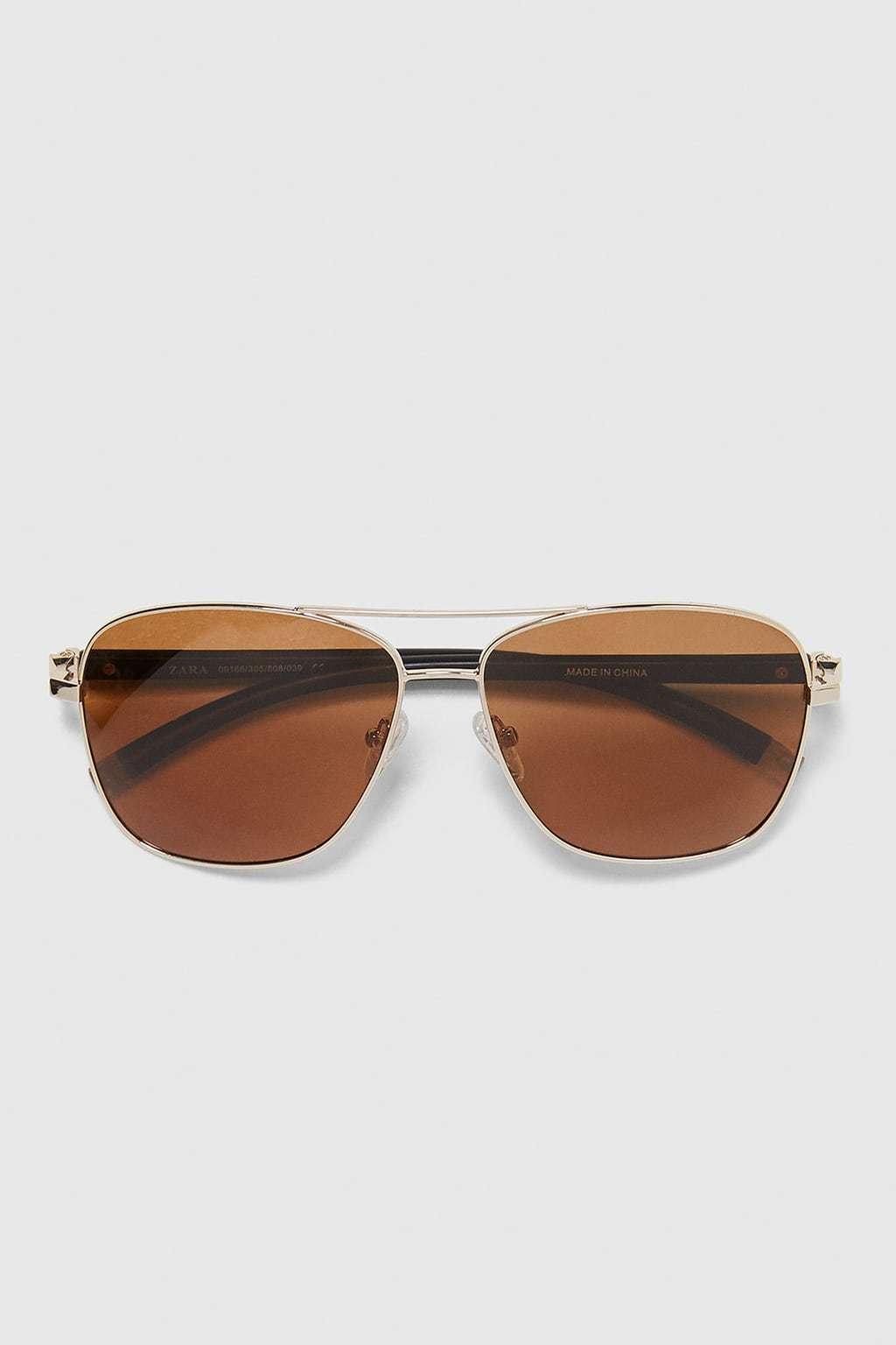 Gafas de sol modelo aviador de Zara. ( Precio 19,99 euros)