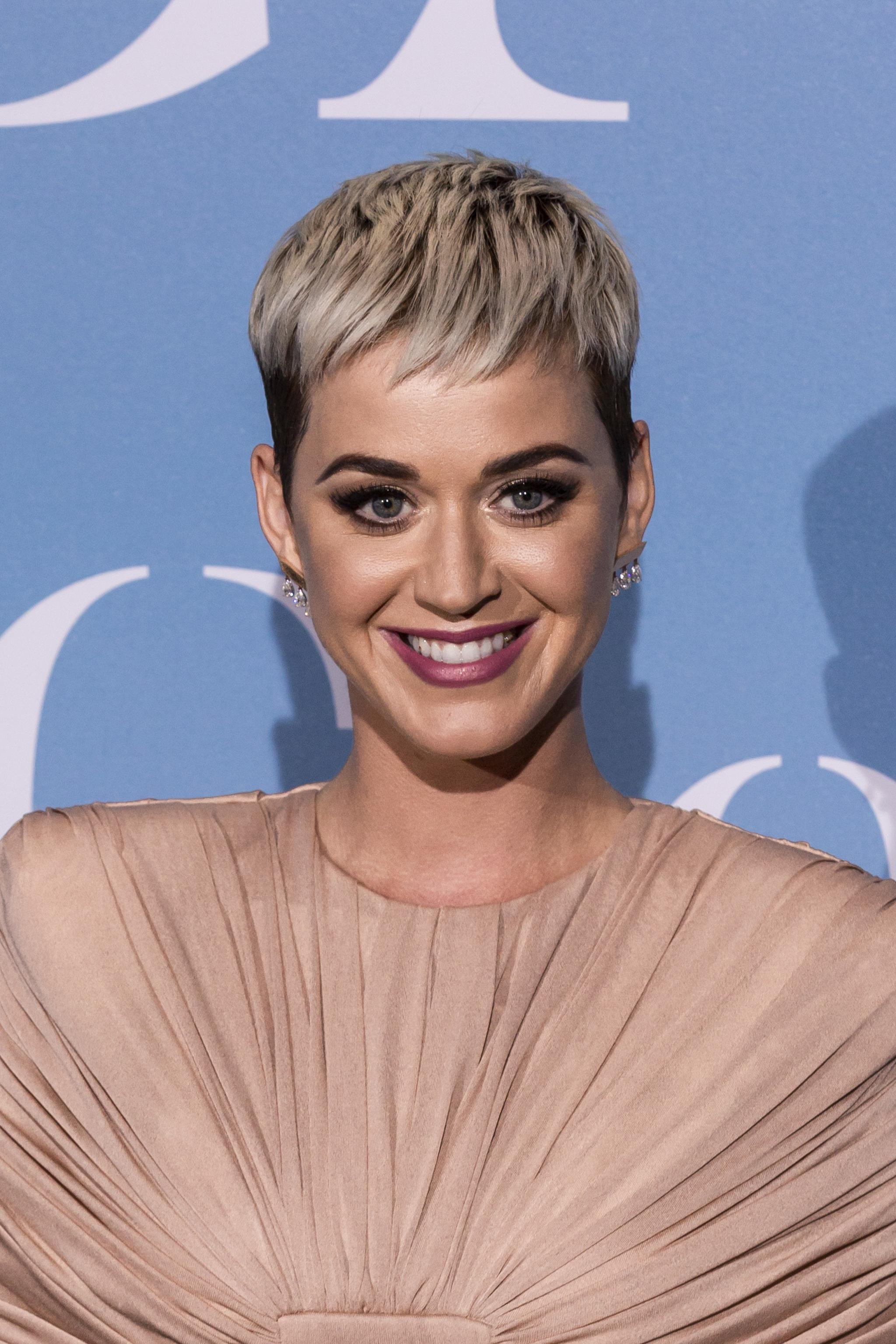 Katy Perry quiere volcarse en su línea de zapatos