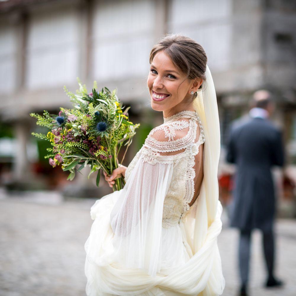 María Barros eligió para su boda una original creación de Inés...
