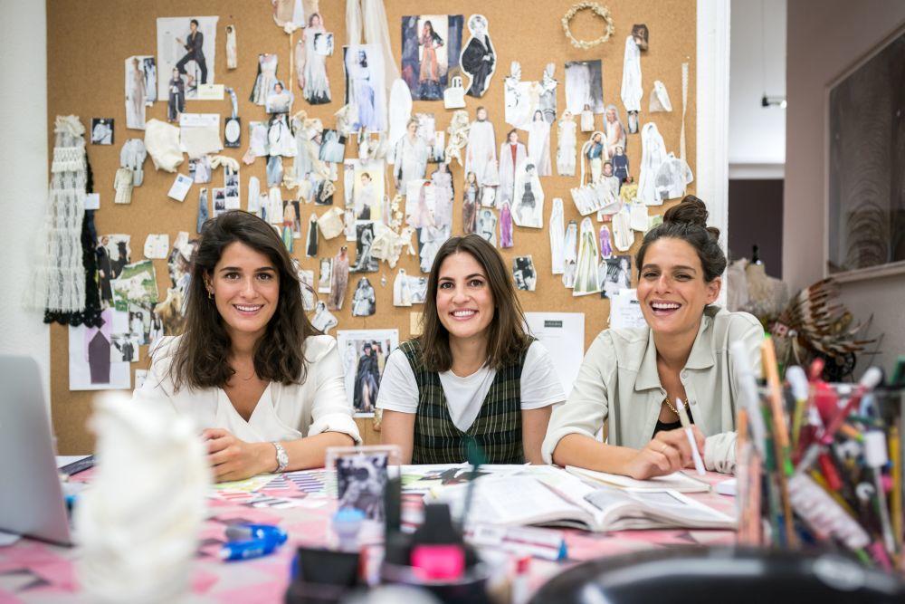Leticia Colás, Lucía e Inés Martín Alcalde en su atelier.