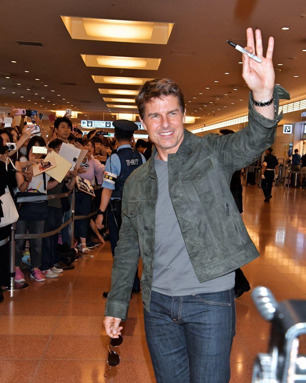 El actor Tom Cruise saludando a sus fans en Tokio el pasado mes de...