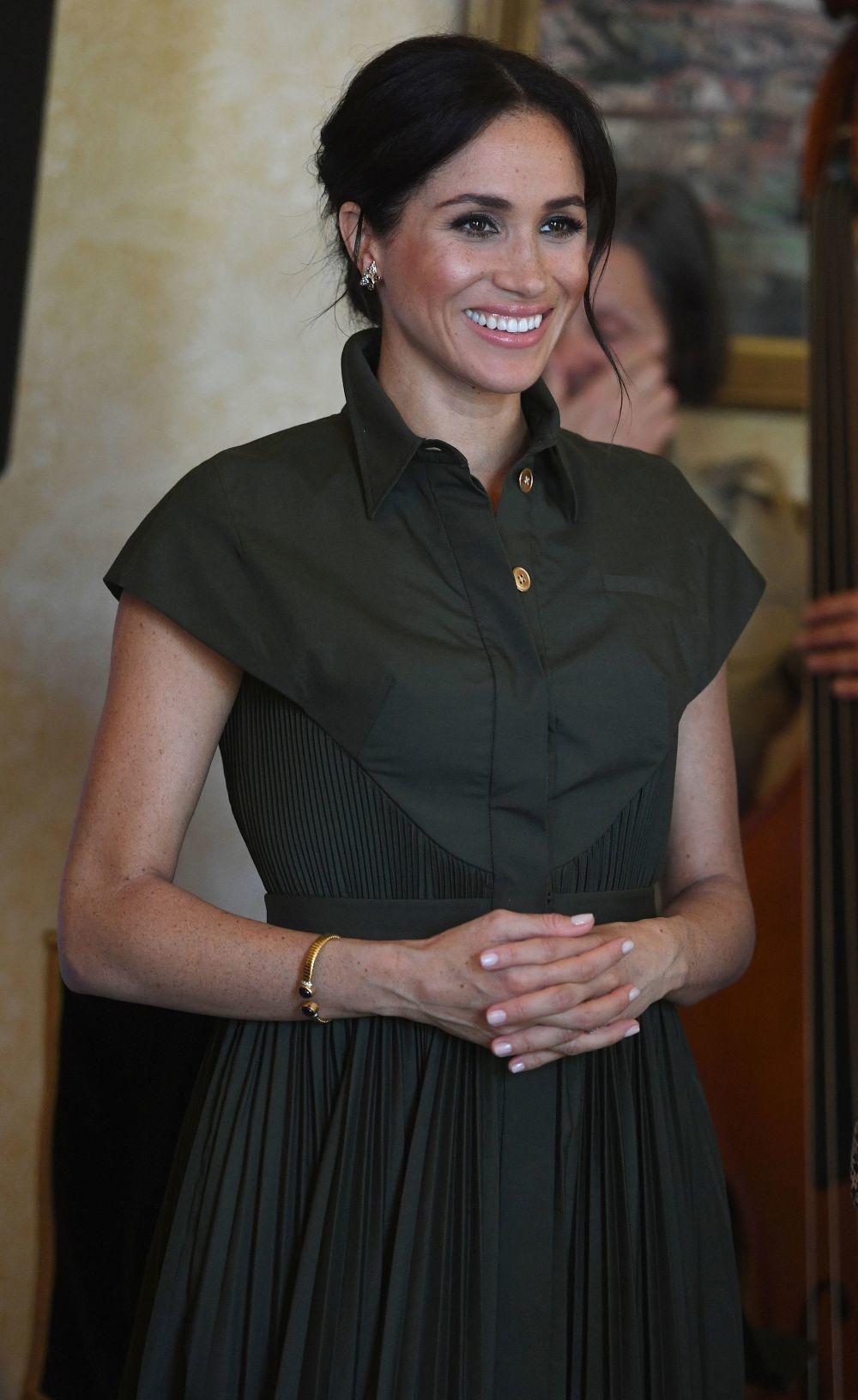 Meghan Markle con las joyas que pertenecieron a Lady Di.