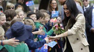 Meghan Markle y el príncipe Harry visitan una escuela primaria en...