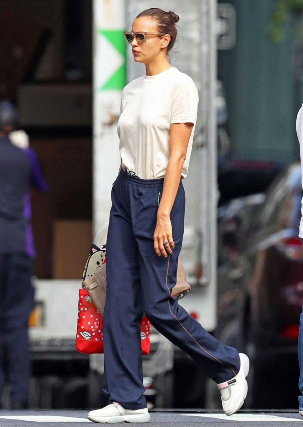 Irina Shayk paseando por las calles de Nueva York.