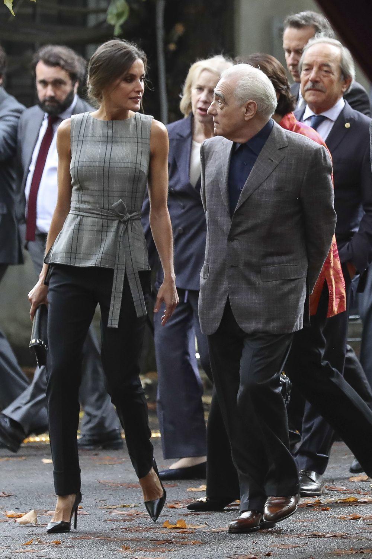 La reina Letizia conversando con Martin Scorsese durante su encentro.