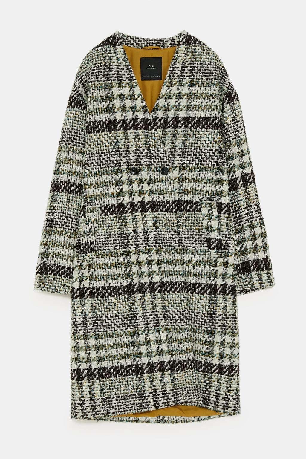 Abrigo cuadros con tejido tweed (25,95 euros).