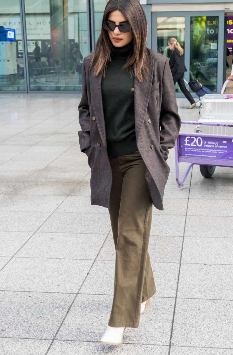 Priyanka Chopra a su salida del aeropuerto de Londres.