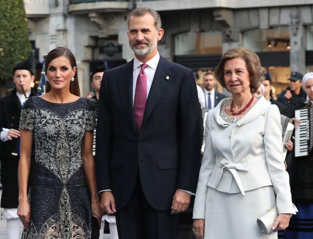 Los reyes con doña Sofía.